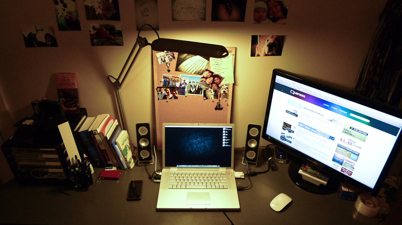 Ever Wondered The Workstations Of Designers and Bloggers? | Designbeep